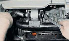 Передняя опора двигателя