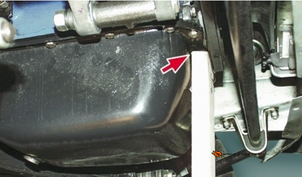 Подпорка задней части двигателя