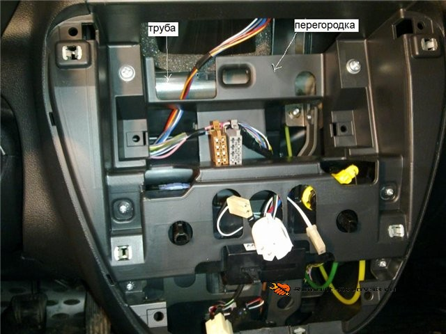 Процесс установки магнитолы на лифтбек
