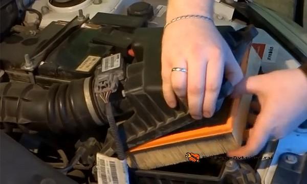 Заменить фильтр воздуха на ладе гранте