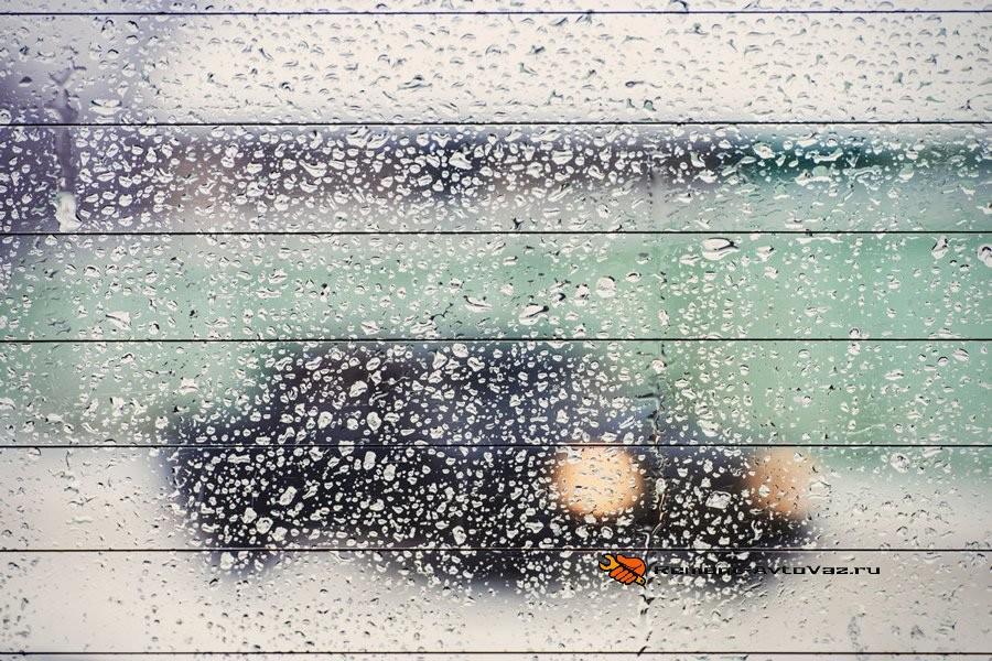Внутри машины Гранта потеют стекла