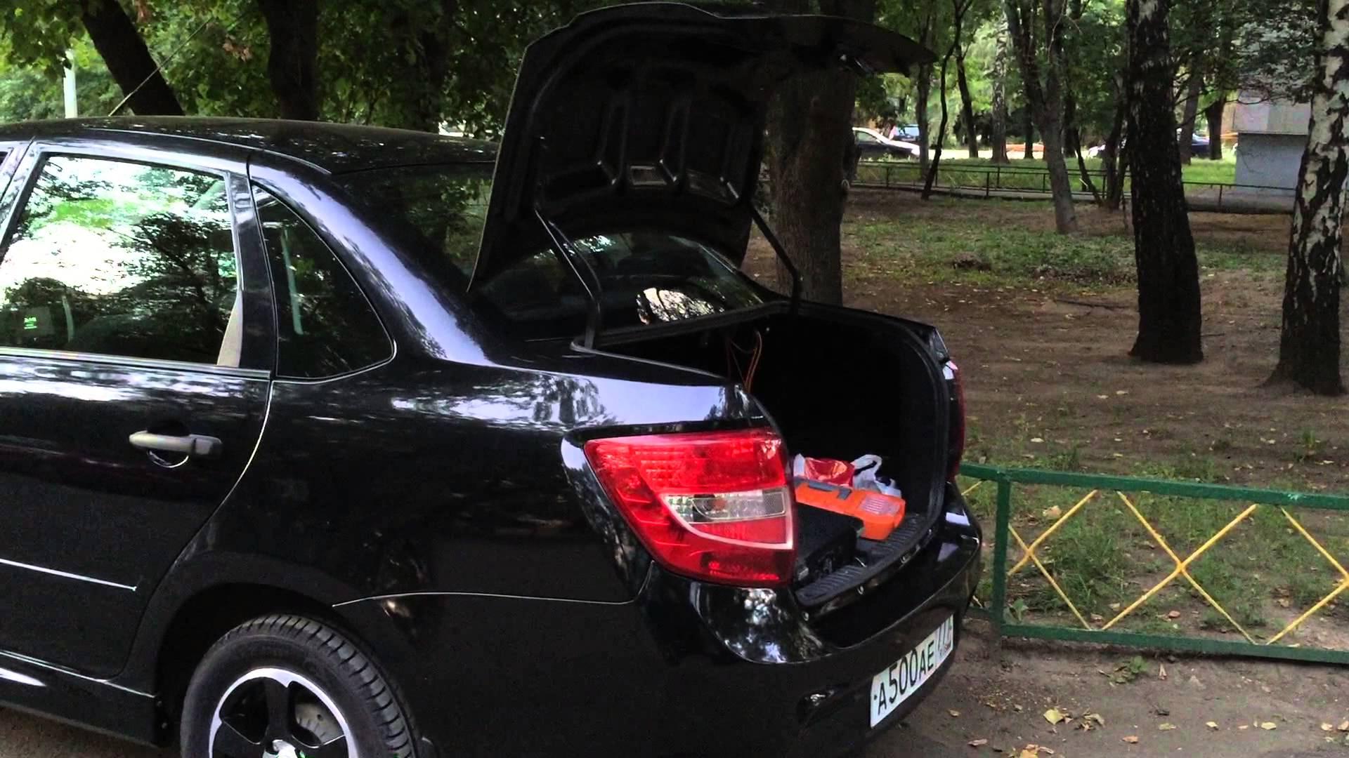 Фото Лады Гранты с открытым багажником