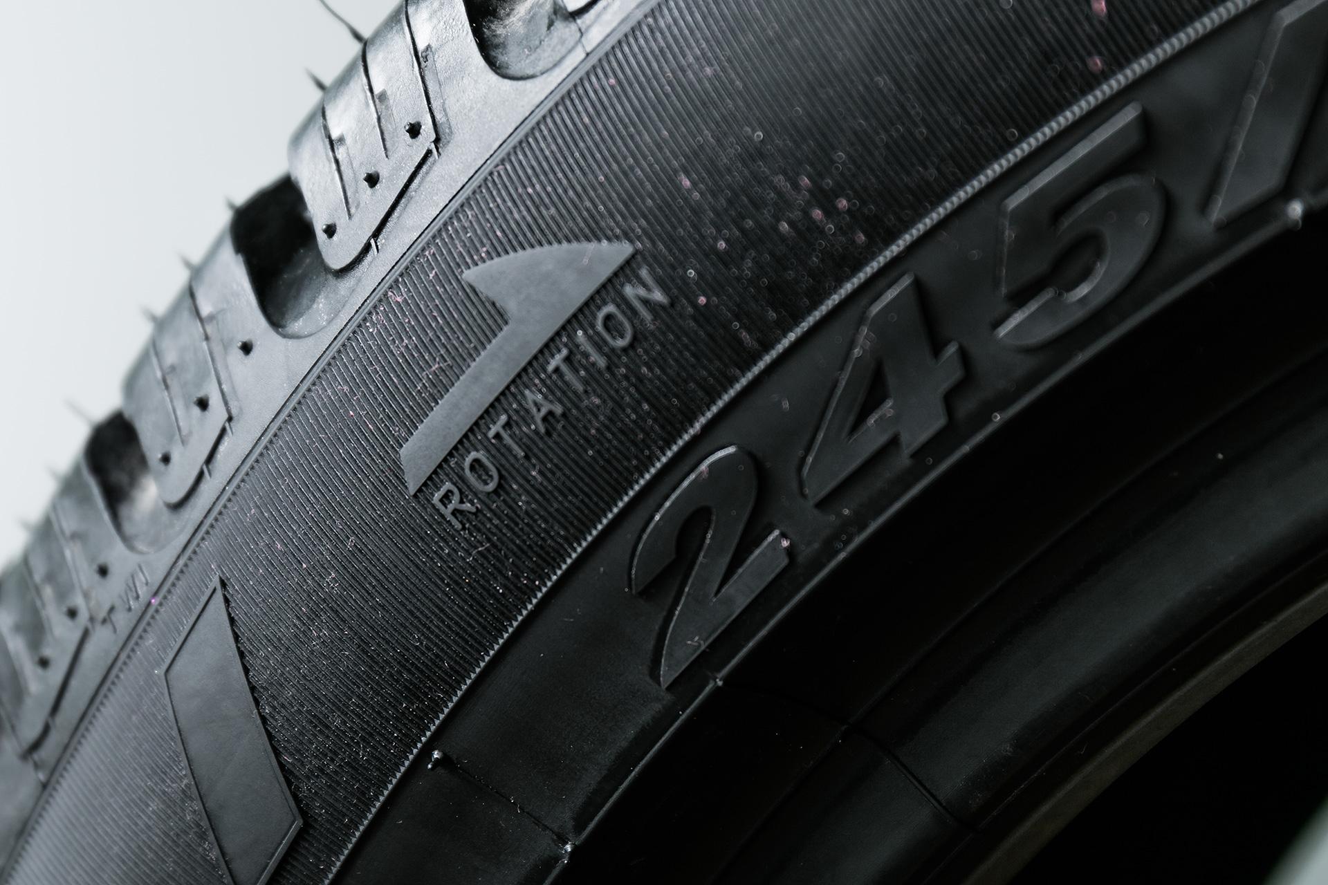 Фото шины с надписью ROTATION