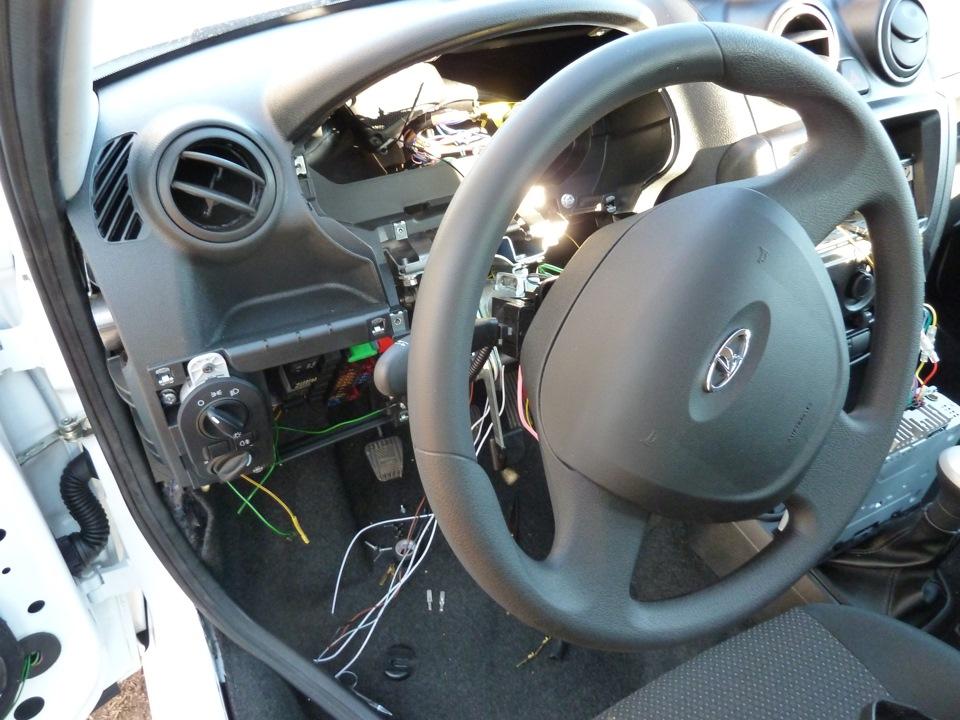 Фото установки автосигнализации на Лада Гранта Лифтбек
