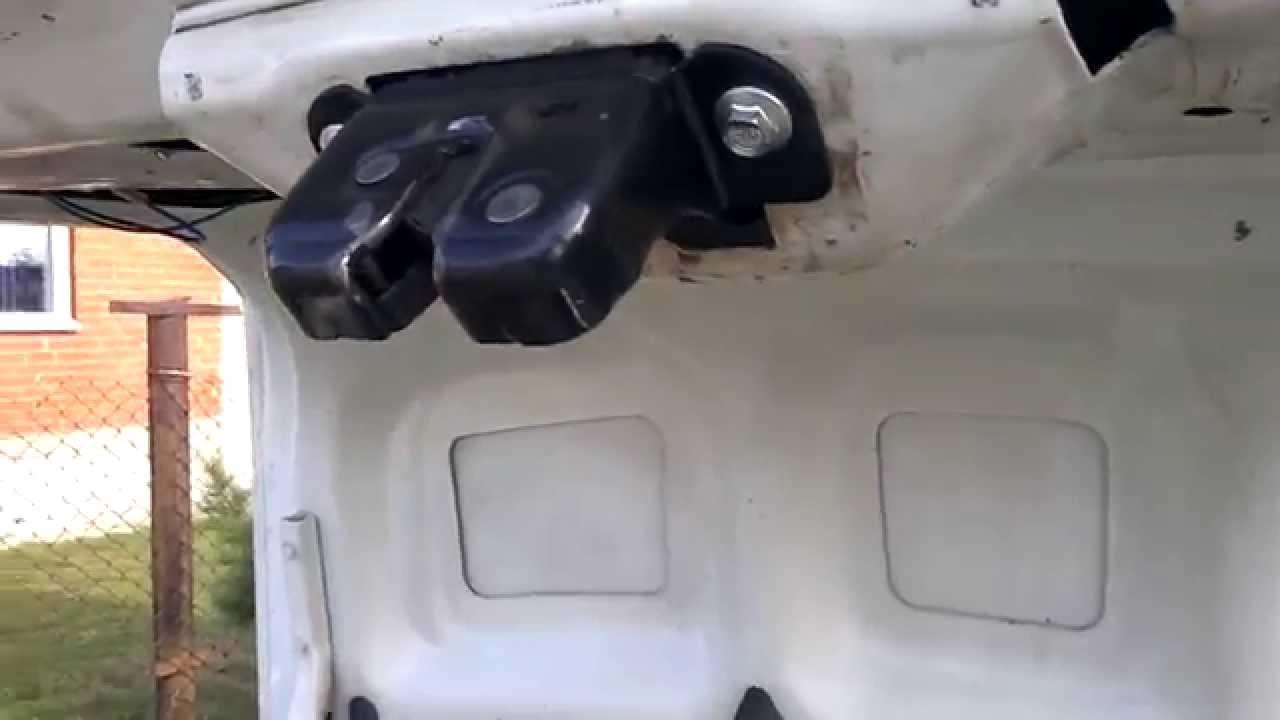 Отрегулировать замки на багажнике Лада Гранта