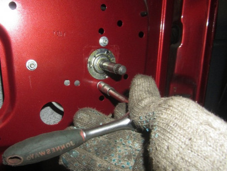 Извлечение прокладки в двери Гранта