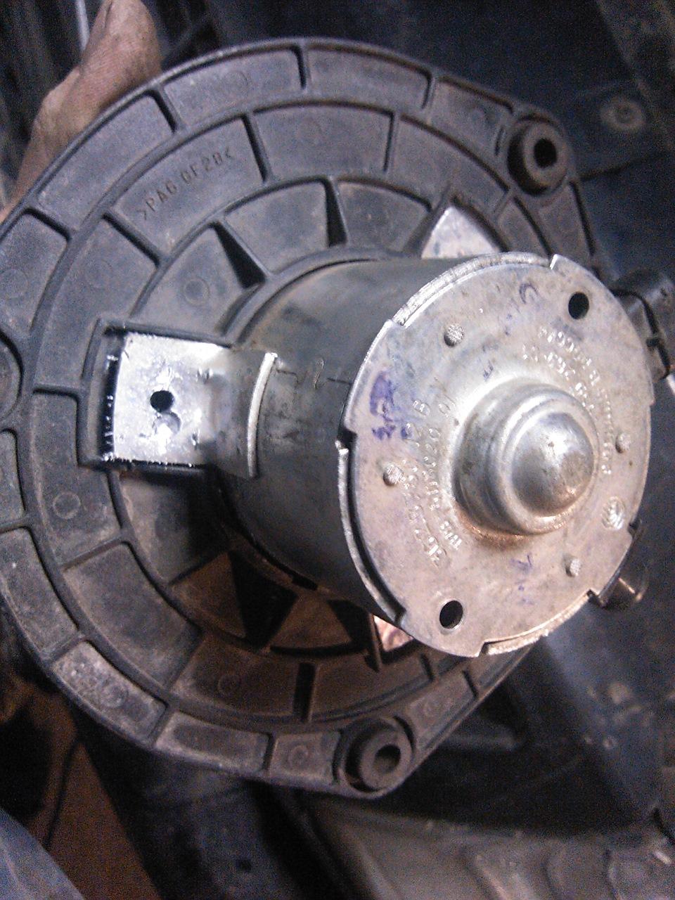 Мотор печки Лада Гранта