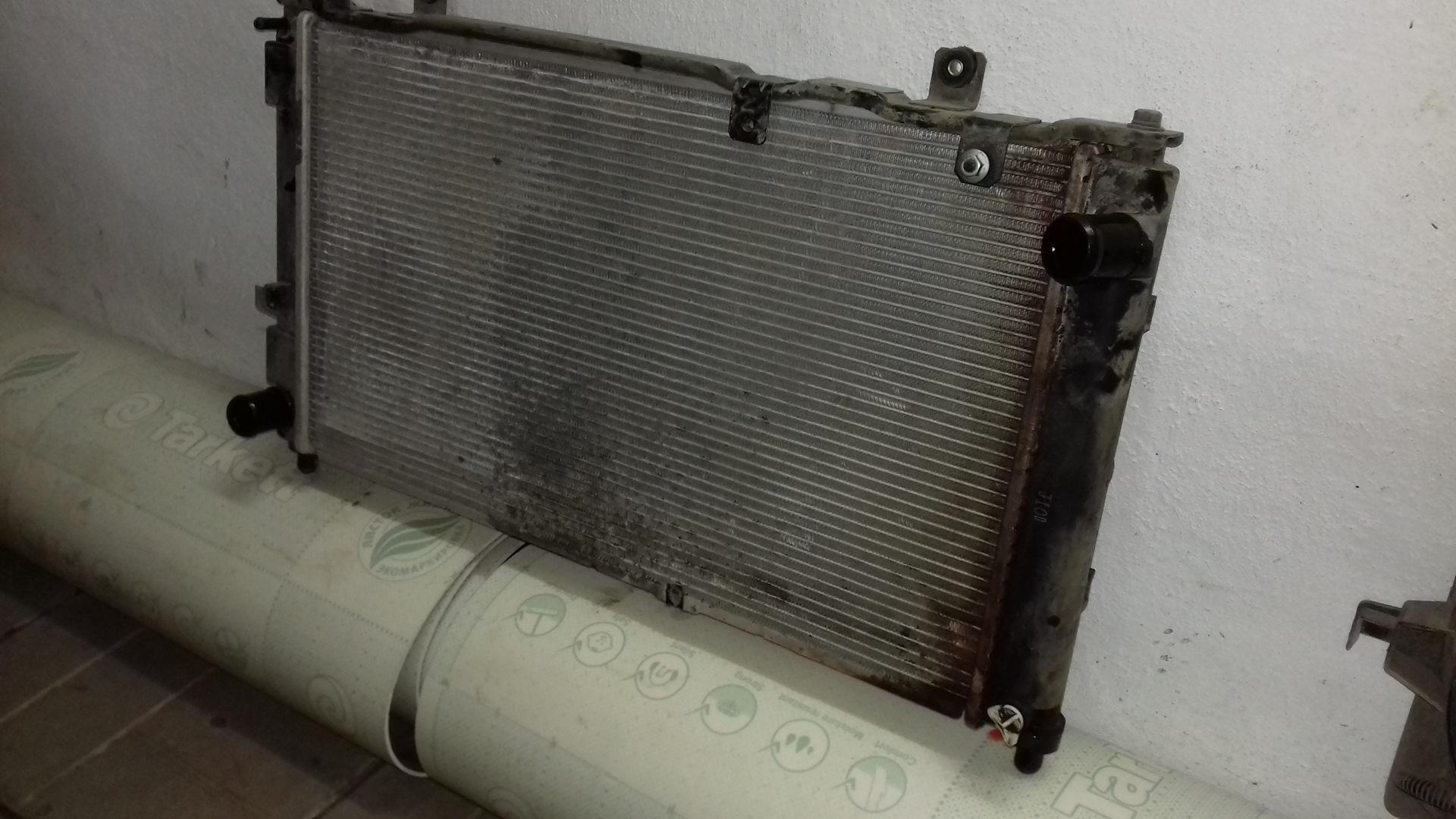 Радиатор охлаждения на Гранту