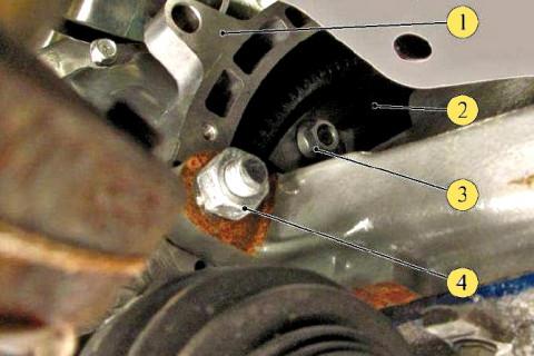 Снимаем заглушки крышки картера гидротрансформатора на Гранте