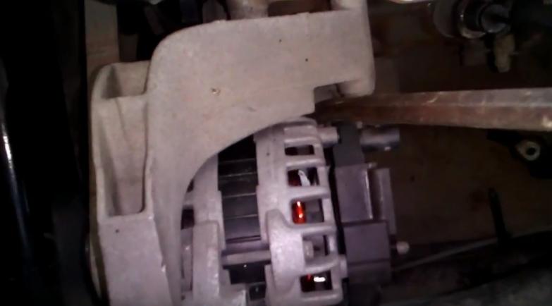 Замена кронштейна генератора на Лада Гранта5