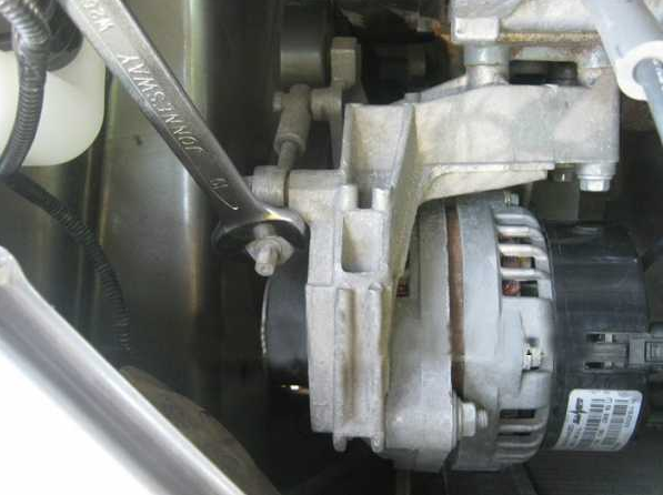 Замена ролика ремня генератора на Лада Гранта 11