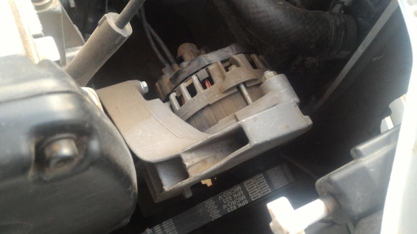 Моторный отсек - расположение генератора Лада Гранта