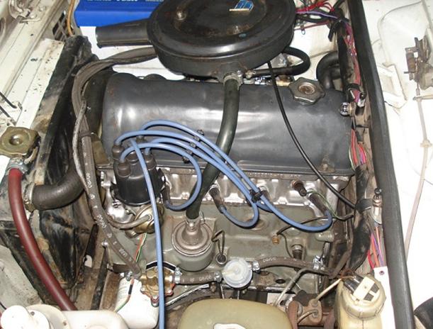 4-цилиндровый мотор с рядным расположением поршней